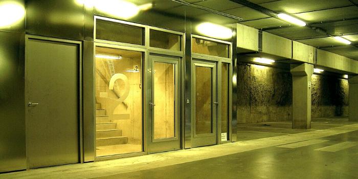 stalen buitendeuren met glas