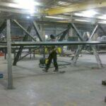 De stalen dakconstructie, hier gezien in het atelier