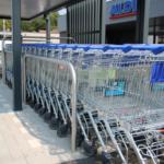 Een stalling voor de winkelwagens van de Aldi