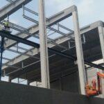 De plaatsing van de ophangstructuren met de betonnen steunpalen