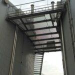 Een loopvlak met een technische verdieping op de site van Kallo