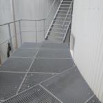 Een technische verdieping met bordes voor Group Op De Beeck