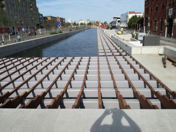 Plate-forme et constructions métalliques sur l'IJzerlaanbrug à Anvers