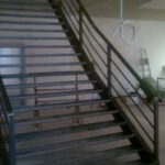 Een stalen trap voor shoppingcentrum imber