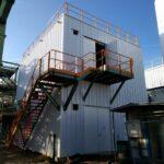 Een metalen trap met balustrade voor Inovyn