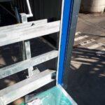 Detailfoto van de plaatsing van de metalen constructie voor het laadstation van Oleon in Ertvelde