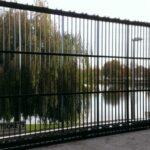 Een stevig ingewerkte poort voor het regenboogstadion in Waregem