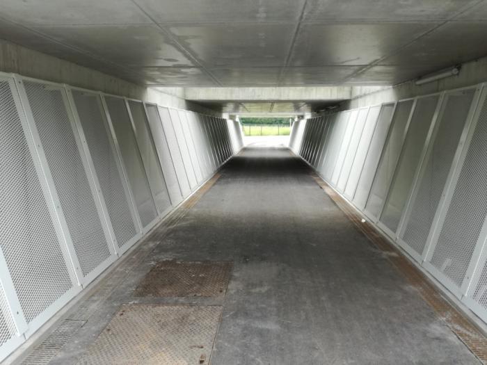 Tunnel en métal déployé