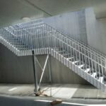 Stalen trap met balustrade