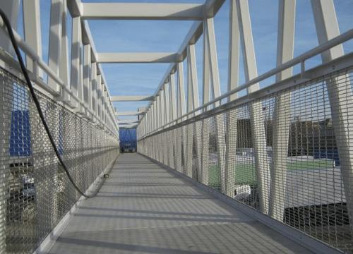 constructies met strekmetaal en roosters